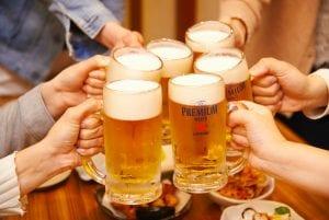 ビール乾杯6人.jpg